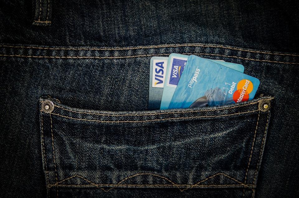 ポケットにいれたクレジットカード
